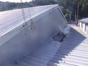 波トタン屋根 タッチアップ後錆止め