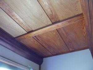 天井 塗装中
